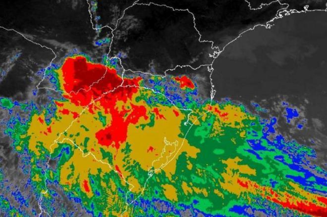 Defesa Civil alerta para risco de temporal e granizo na tarde desta segunda em SC