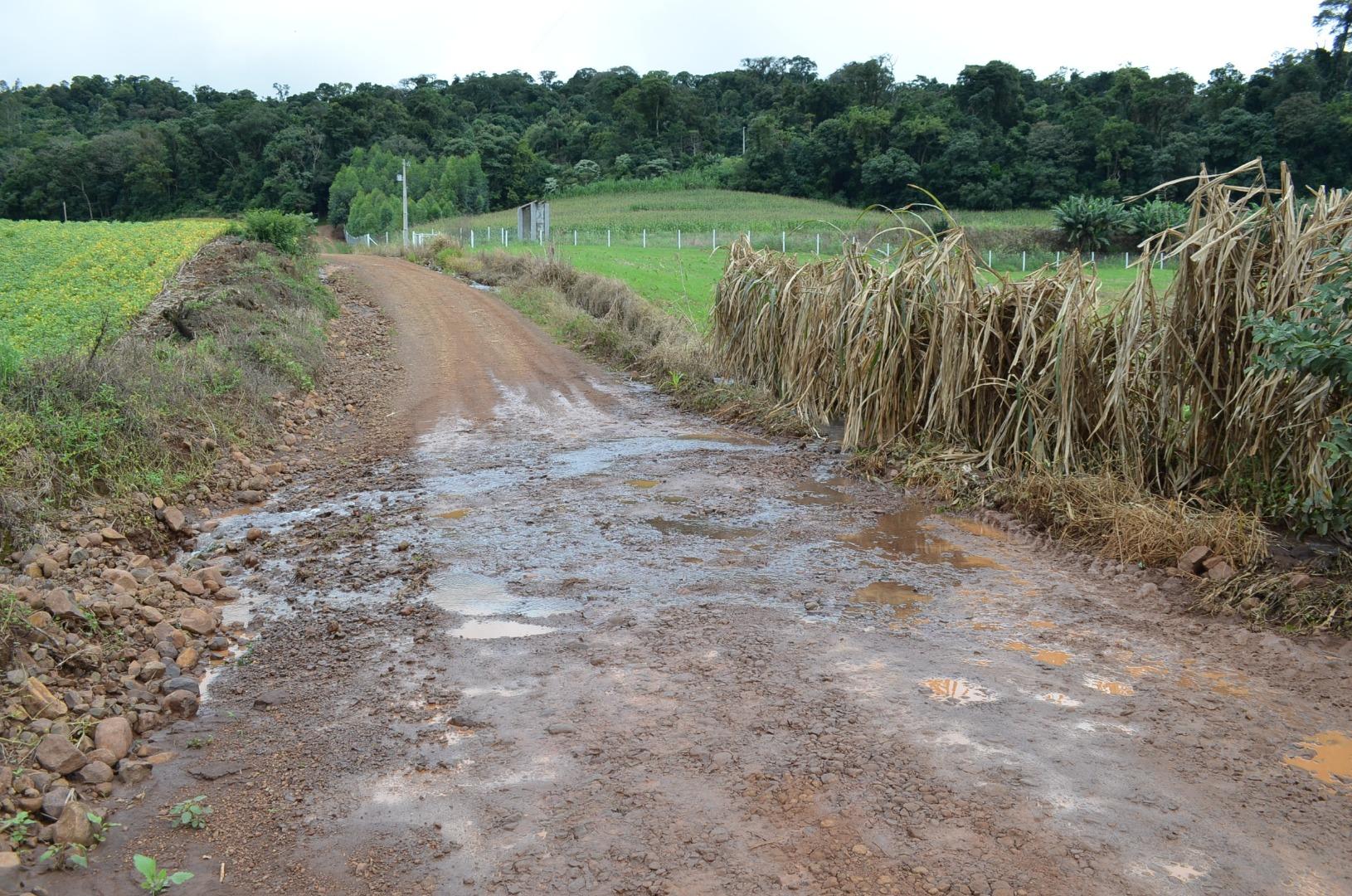 Estradas sofrem danos com as chuvas dos últimos dias