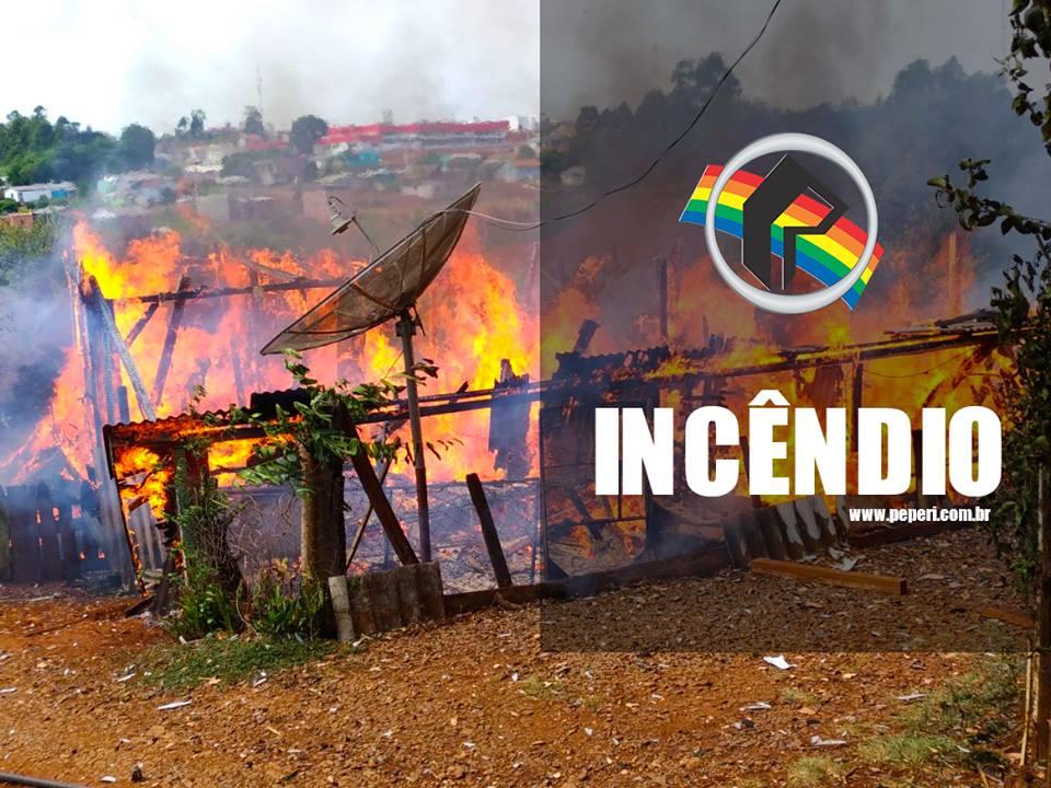 Residência é destruída pelo fogo em Marmeleiro
