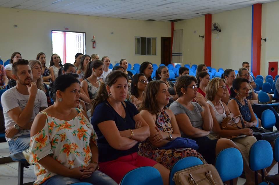 Professores da rede municipal de Guaraciaba planejam o ano letivo