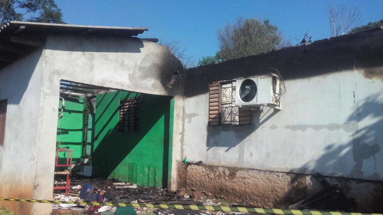 Incêndio destrói residência no interior de Itapiranga