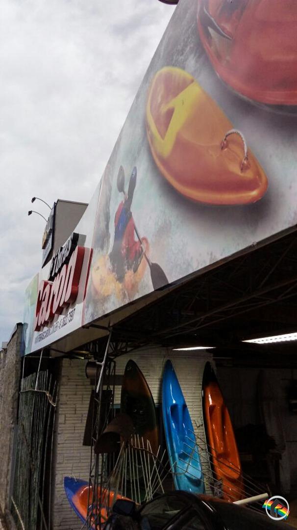 Veículo invade empresa na Willy Barth em São Miguel do Oeste