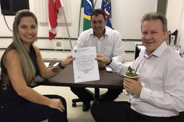 """Vereadora busca recursos para projeto da """"Rua Coberta"""""""