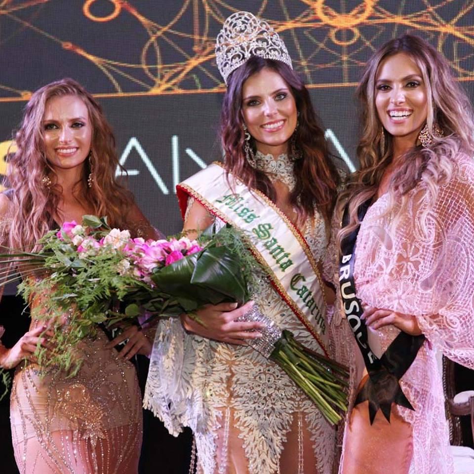 Representante de São José do Cedro recebe faixa de Miss Simpatia no Miss SC