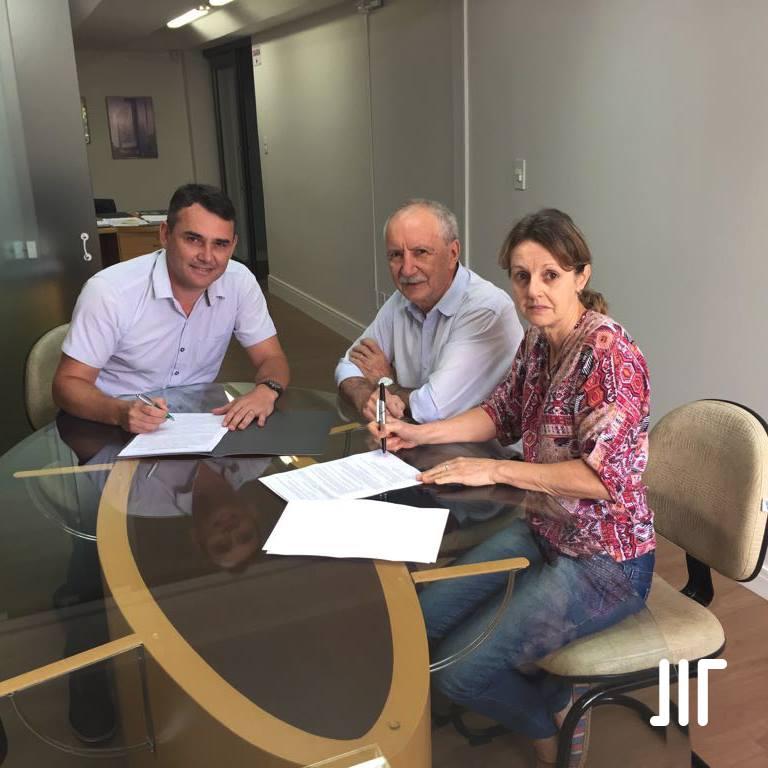 Macodesc e APAE assinam contrato para as obras de ampliação da instituição