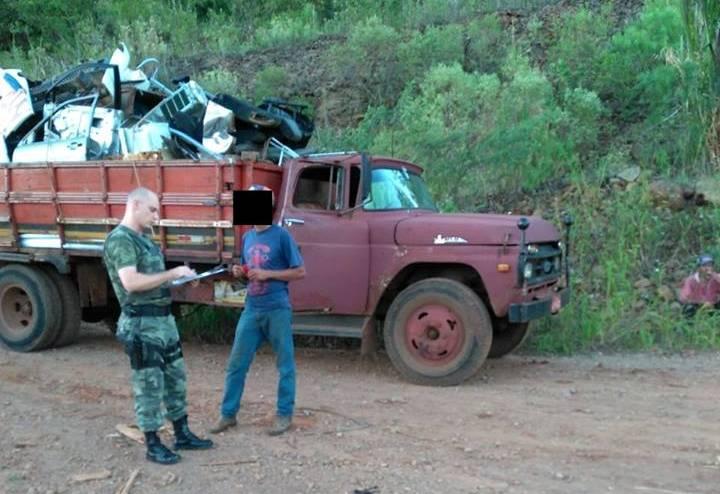 Caminhão com placas de Realeza é flagrado descartando lixo em São José do Cedro
