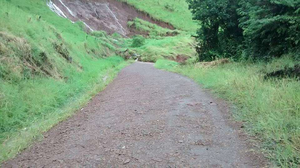 Forte chuva causa alagamento e deixa pessoas ilhadas em municípios da região
