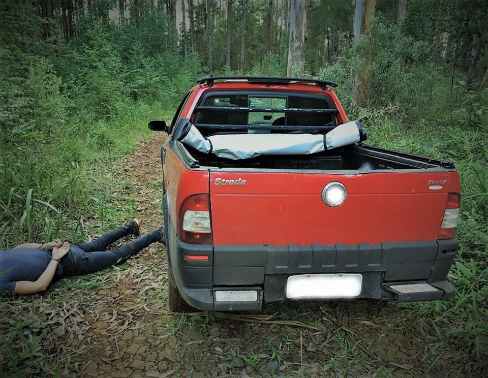 Homem é preso com veículo furtado após perseguição policial