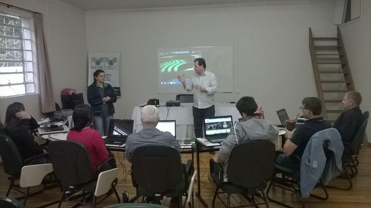 Agricultores participam de cursos de inclusão digital