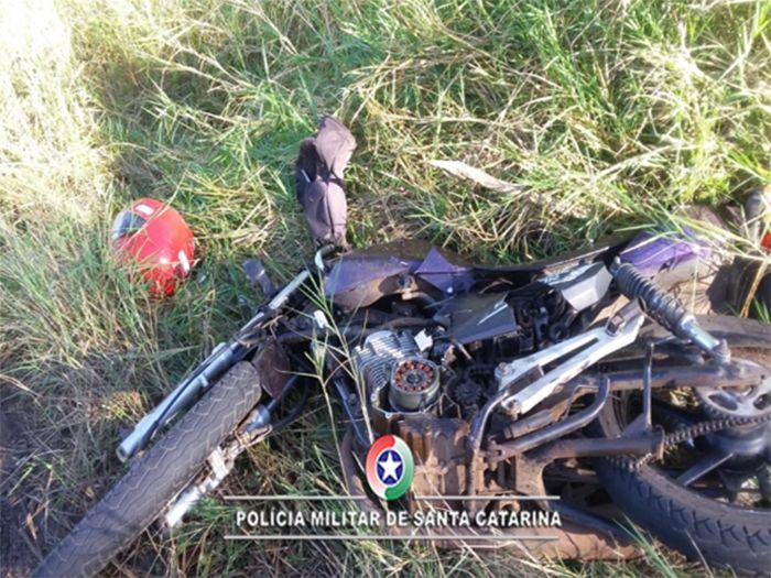 Mulher morre em colisão entre carro e moto