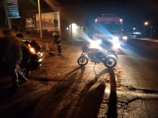 Rapaz fica ferido em colisão traseira de carro e moto na cidade de Cunha Porã