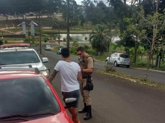 """PM deflagra operação """"A Praça é Nossa"""" para coibir o consumo de drogas no Lago da Integração"""