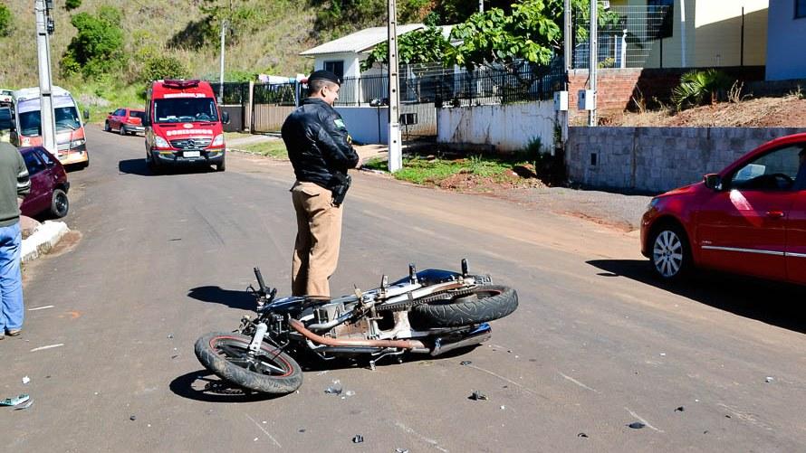 Motociclista fica gravemente ferido em acidente