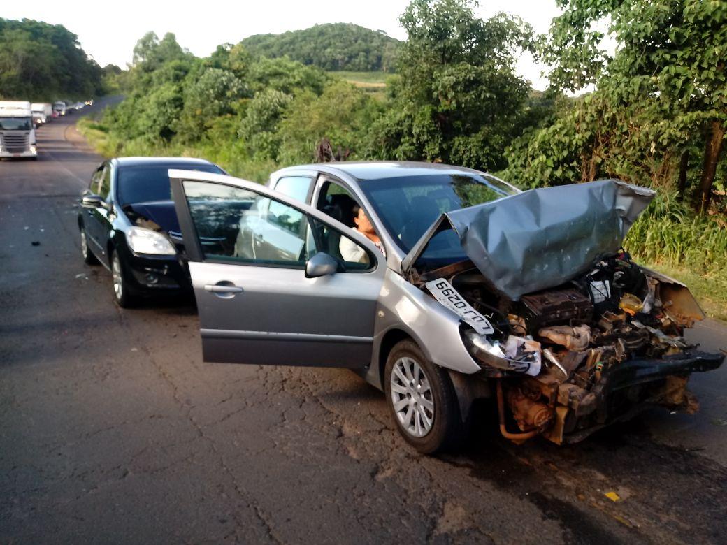 Motorista causa engavetamento na BR-163 ao desviar de cachorro