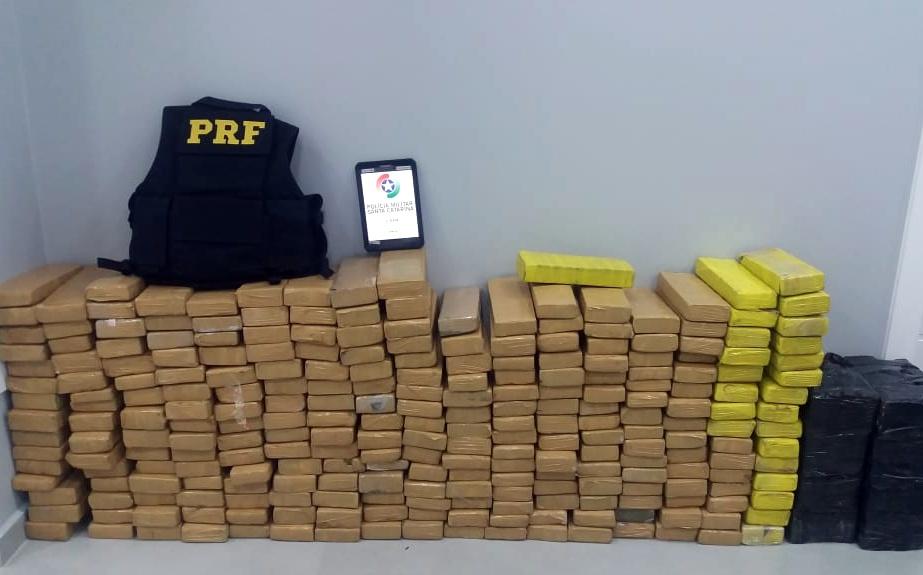 Ação conjunta PRF e PM apreende mais de 200 quilos de maconha na BR-480