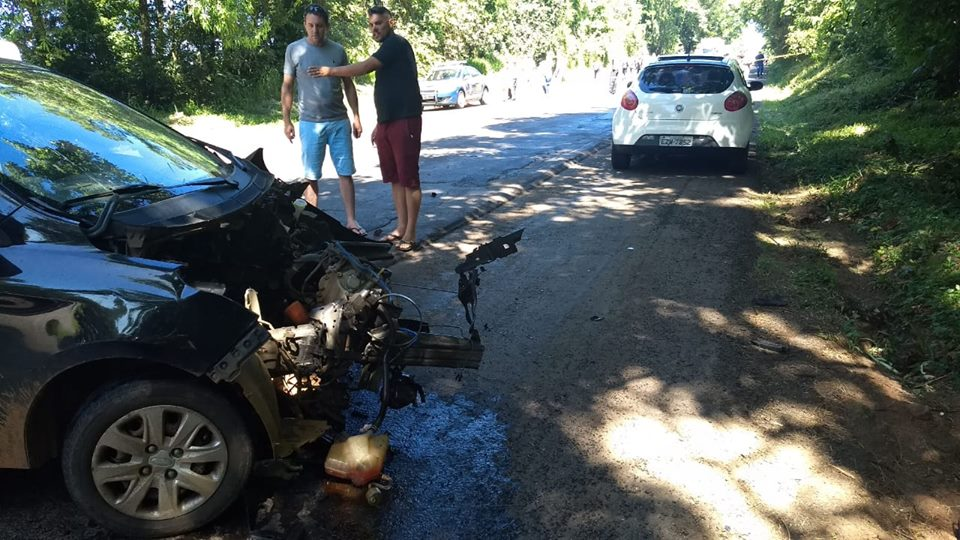 Grave acidente deixa mortos na BR-282