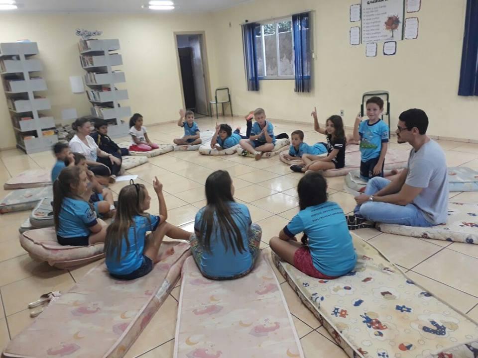 Cras realiza oficina com crianças sobre os perigos das redes sociais