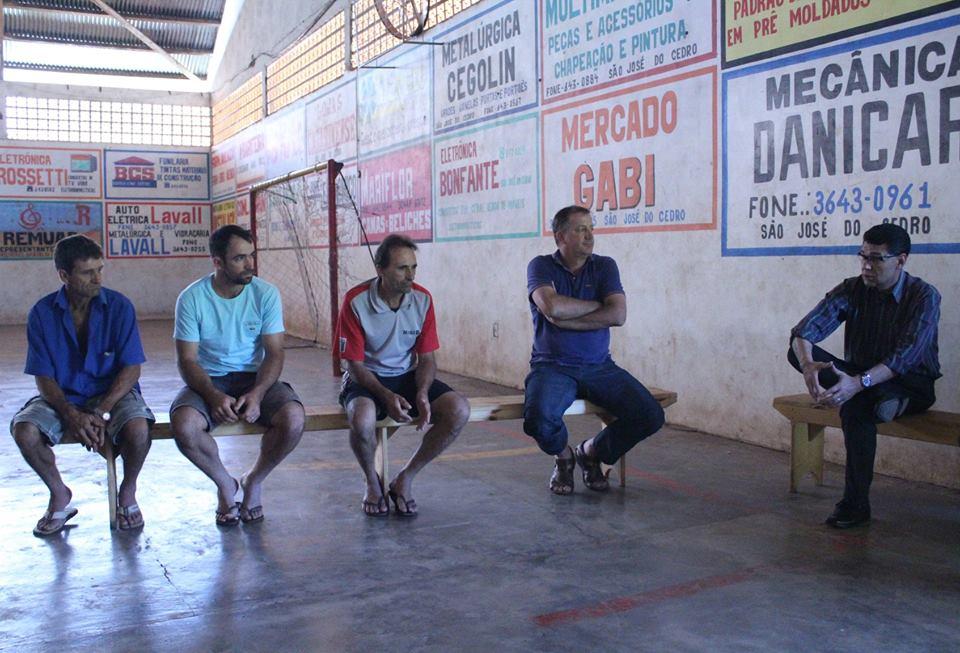 Agricultores recebem esclarecimentos sobre retomada do programa de cascalhamento