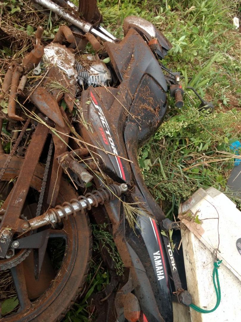 Queda de moto deixa homem ferido