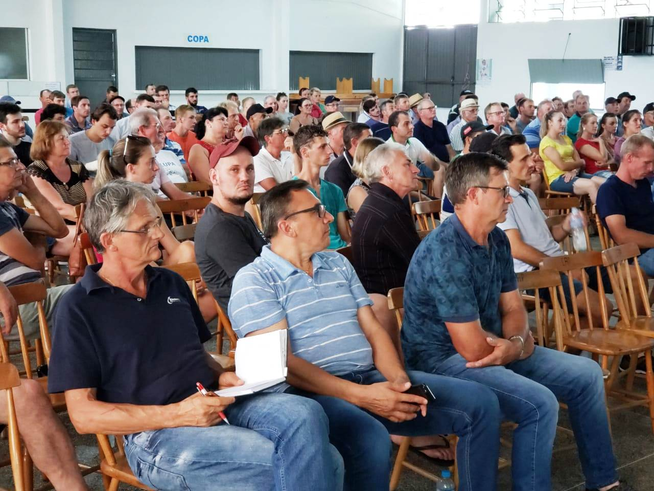 Palestra sobre lei da parceria reúne cerca de 200 suinocultores e avicultores
