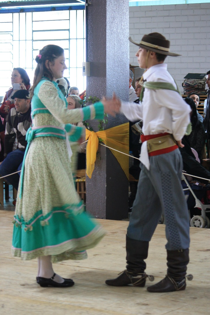 CTG Porteira Aberta conquista 1º Festival de danças gaúchas