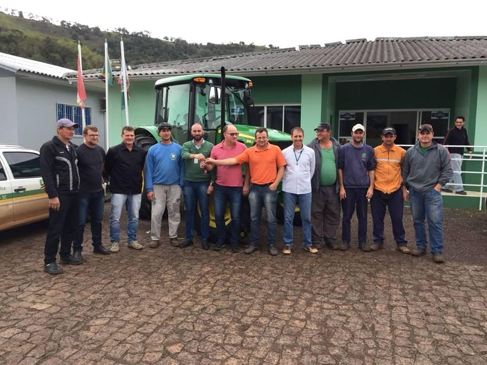 Município de Barra Bonita adquire nova máquina agrícola