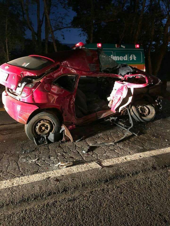 Jovem morre em colisão frontal na BR-282
