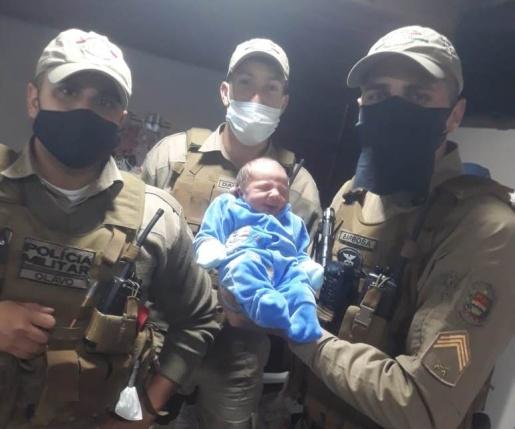 Policiais Militares realizam primeiros socorros e ajudam a salvar vida de bebê engasgado