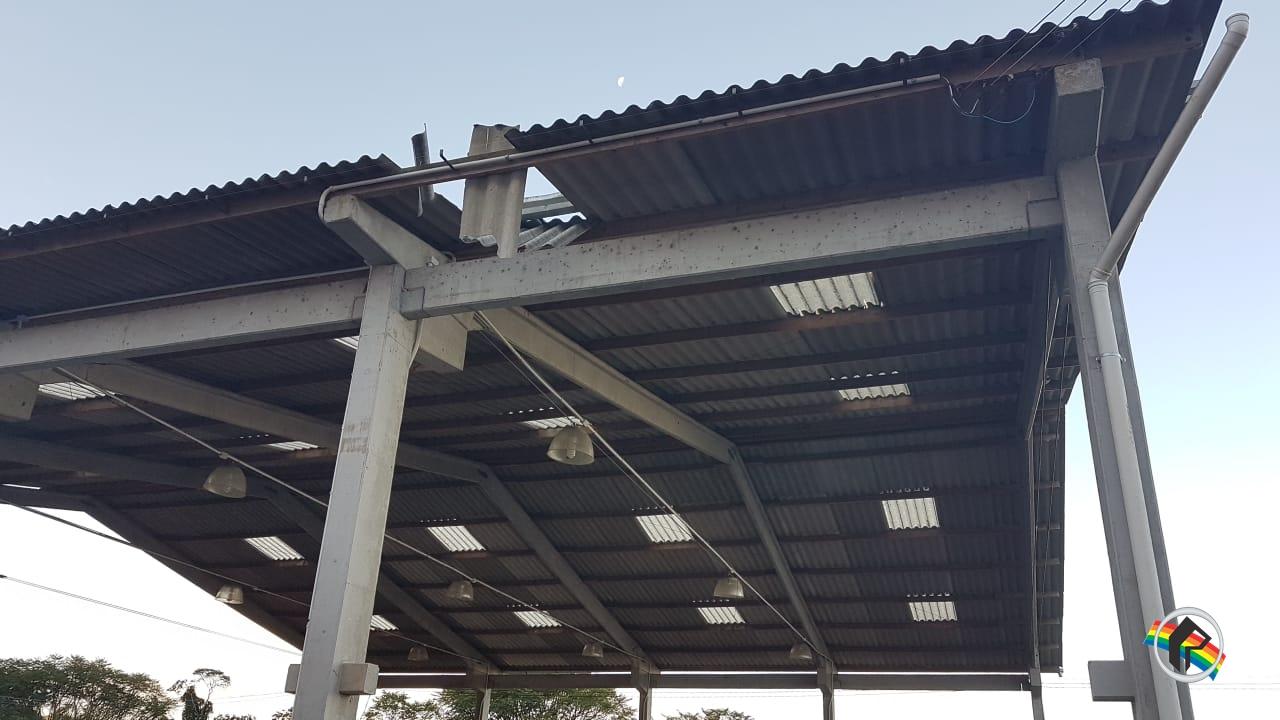 Rapaz sofre ferimentos ao cair de telhado