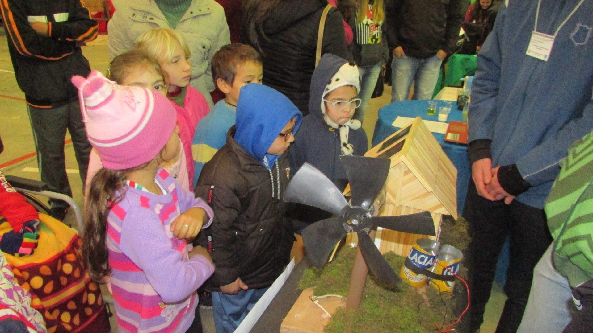 Escola Padre Vendelino Seidel realiza feira do conhecimento