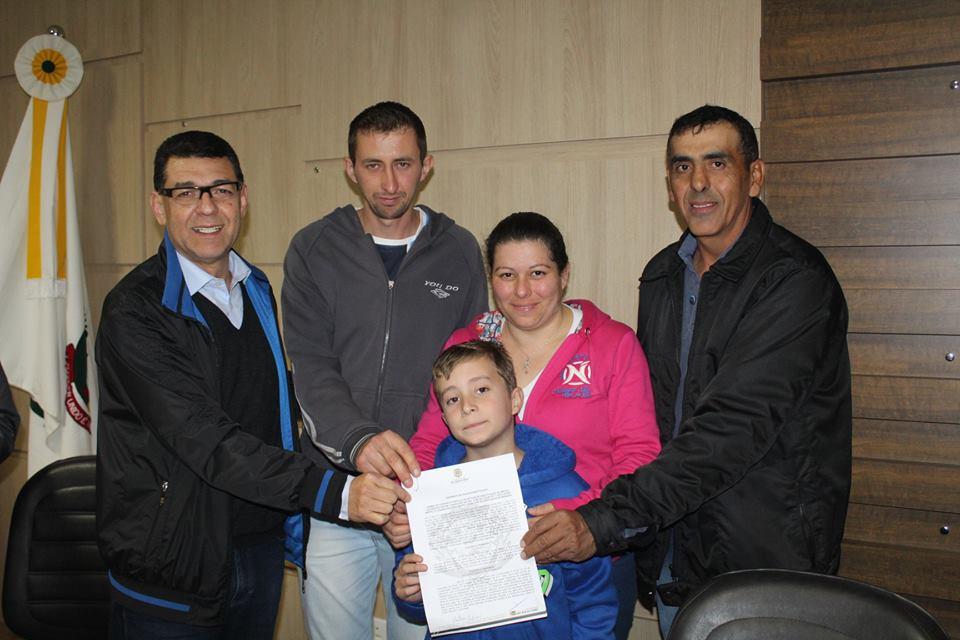 Mutuários do Loteamento Santa Rita 2 assinam contratos de lotes