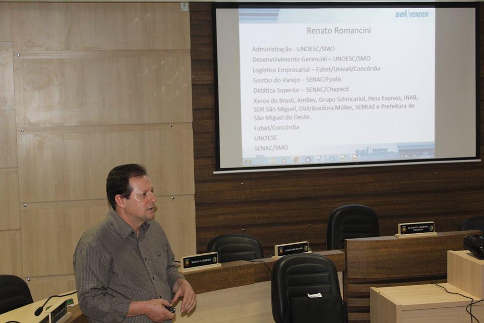 Pequenos empresários participam de oficina sobre vendas e marketing