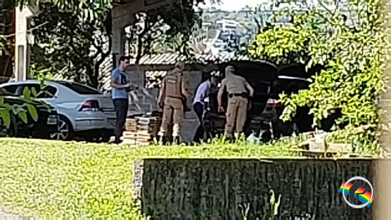 PM de Itapiranga flagra veículo argentino com 200kg de maconha