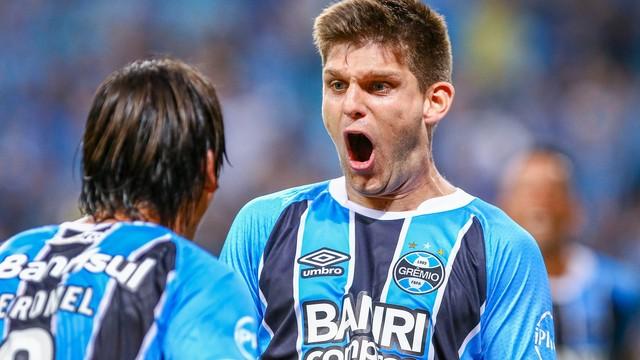 Vídeo: Grêmio vence o São Paulo e se distancia dos adversários na Série A