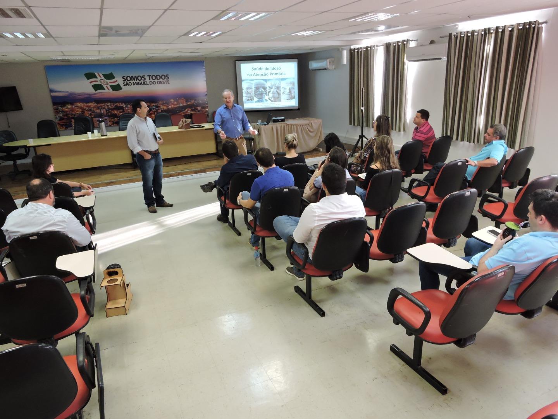 Secretaria promove capacitação sobre Geriatria para médicos