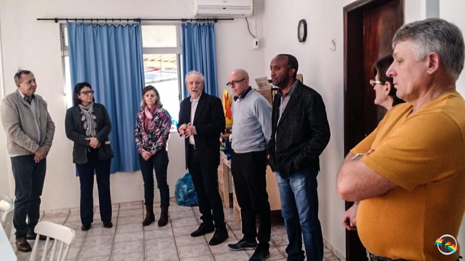 Rotary Club de São Miguel do Oeste faz entrega de equipamentos para a APAE