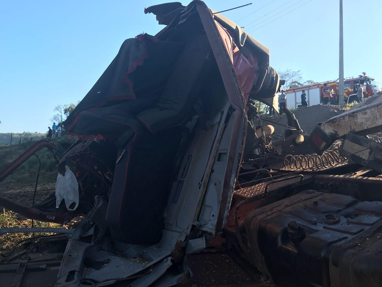 Caminhoneiro morre em acidente  SC-161