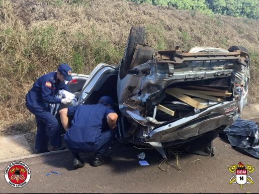 Acidente deixa uma pessoa morta e três feridas na BR-282