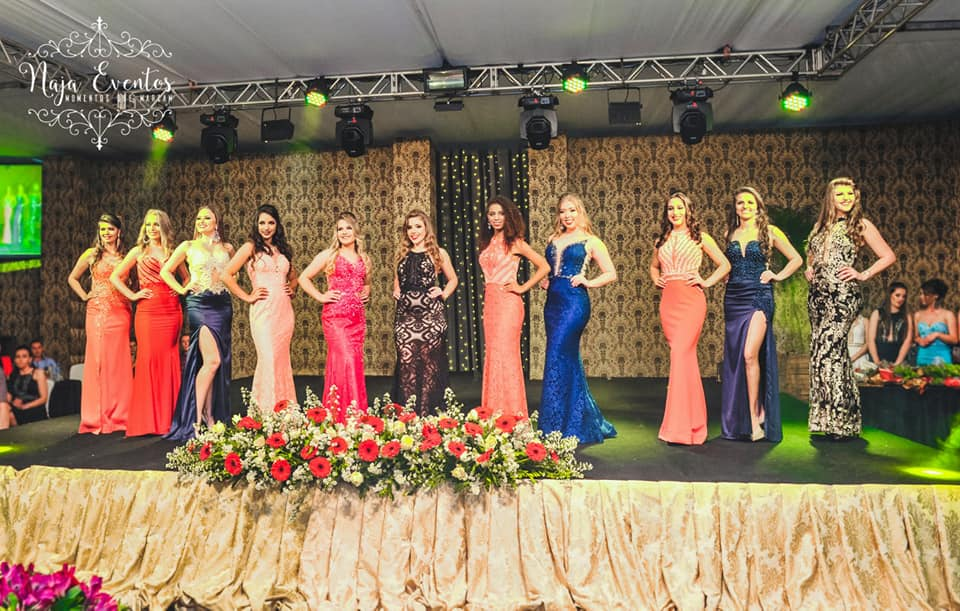 Baile da Senhorita Princesense elege as soberanas do município