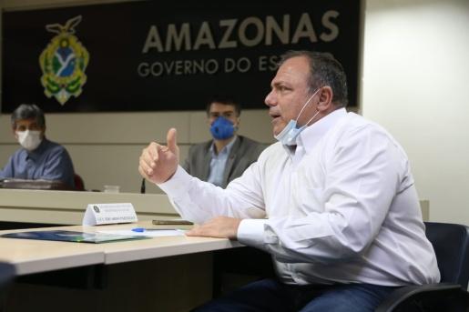 Pazuello assume como ministro interino da Saúde