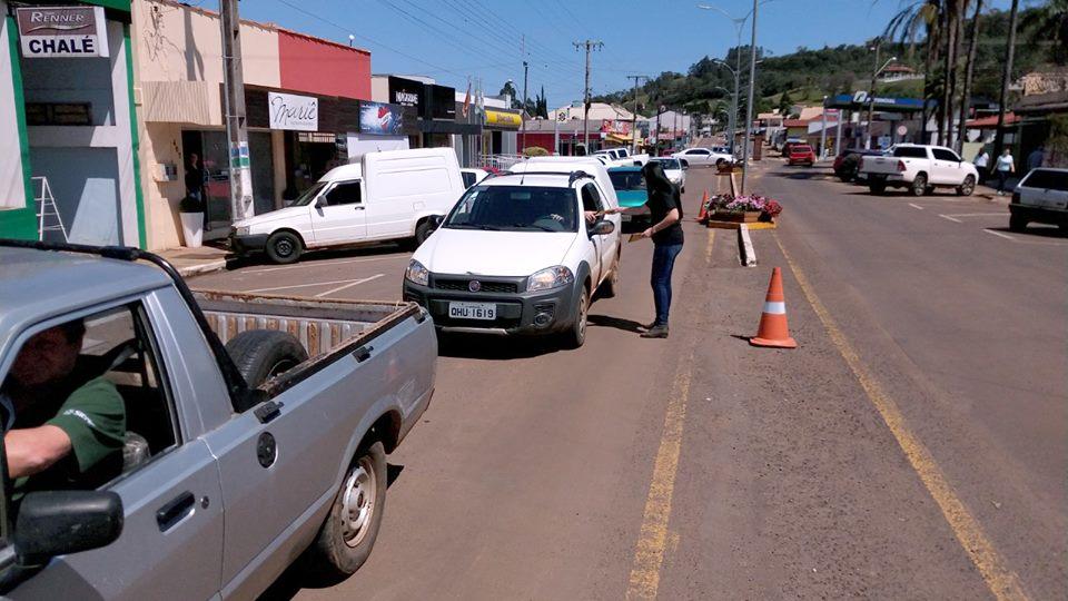 Blitz educativa repassa informações e dicas aos motoristas e pedestres