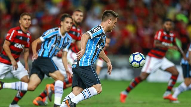 Grêmio perde para o Flamengo e está fora da Copa do Brasil