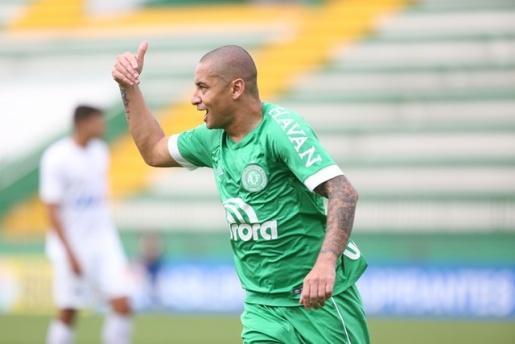 Claudinei pede, Chapecoense volta atrás e reintegra Wellington Paulista