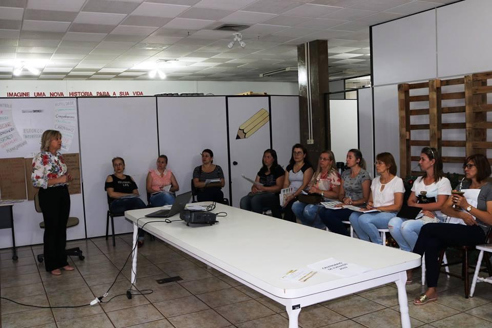 Educação de São José do Cedro reúne diretores para debater programas e calendário letivo