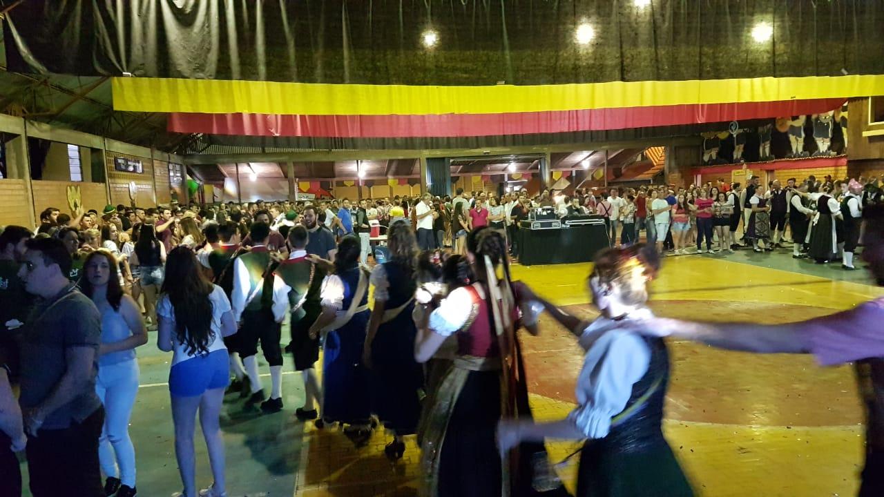 Linha Santa Terezinha concentra a Oktoberfest em apenas um final de semana