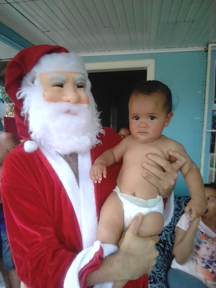 Morador organiza festa de Natal para crianças carentes