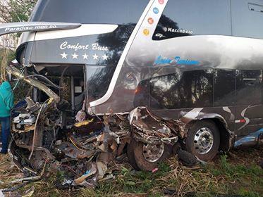 Ônibus de torcedores se envolve em acidente com morte no Rio Grande do Sul