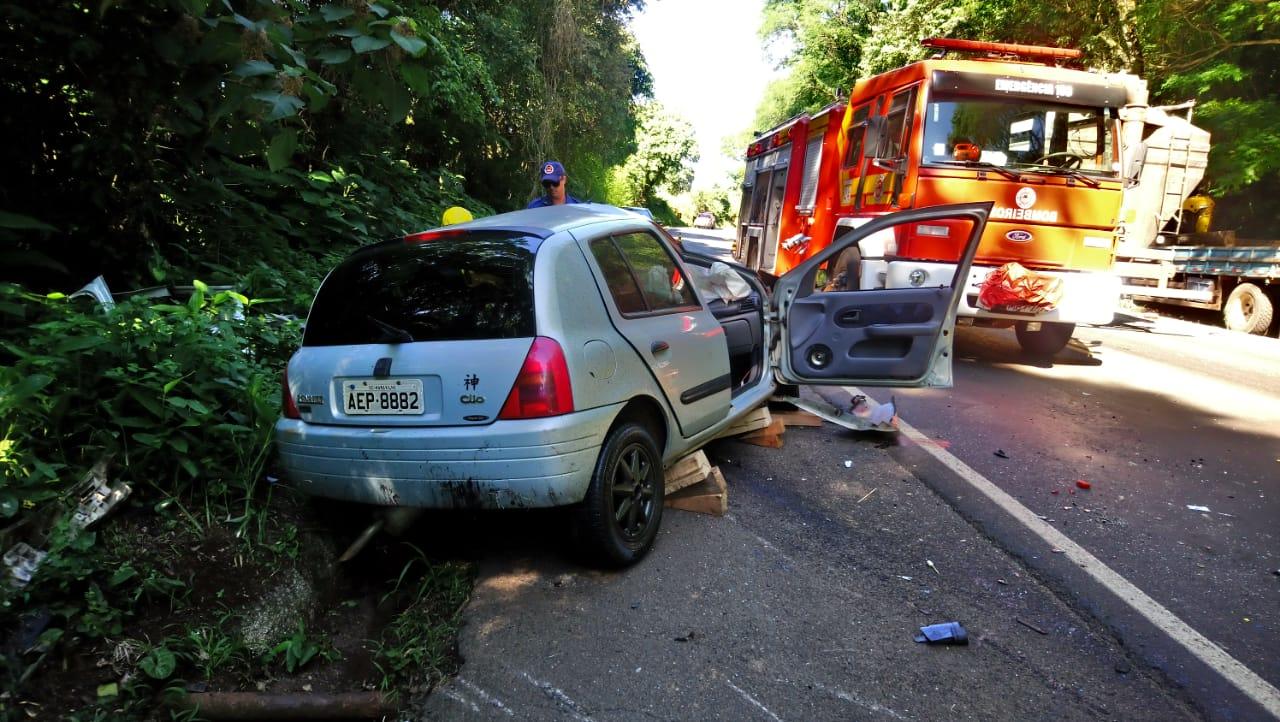 Colisão frontal mata motorista na BR-282