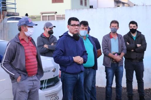 Prefeitura de SJCedro desloca equipe para auxiliar atingidos por tornado em Descanso