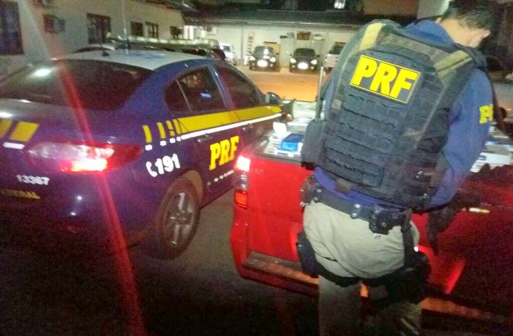 PRF apreende 20 mil maços de cigarros contrabandeados e recupera picape roubada na BR 163